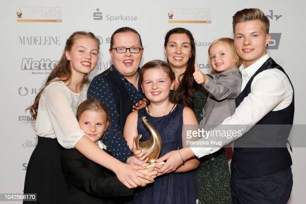 Award winner Angelo Kelly his wife Kira Harms Kelly and their five children during the Goldene Henne on September 28 2018 in Leipzig Germany