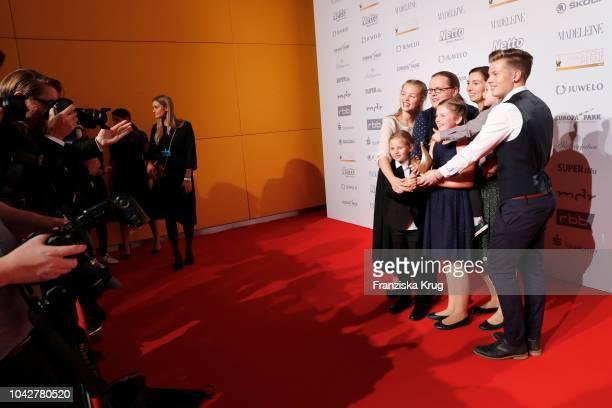 Award winner Angelo Kelly his wife Kira Harms Kelly and their five children during the Goldene Henne on September 28 2018 in Leipzig Germany
