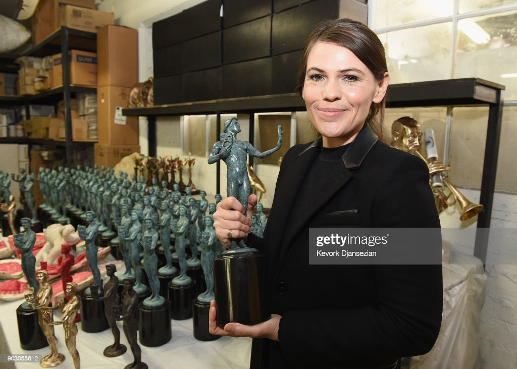 The 24th Annual Screen Actors Guild Awards - Pouring Of Actor Statuette : News Photo