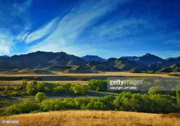 awatere river valley and the inland kaikoura range, new zealand - marlborough new zealand stock pictures, royalty-free photos & images