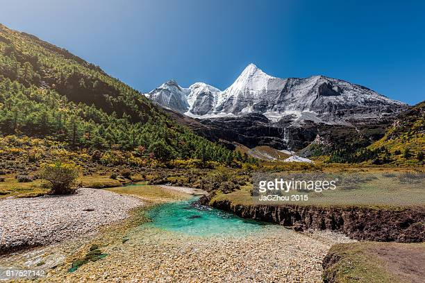 awe snowcapped mountain
