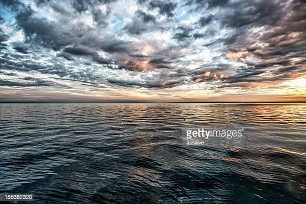 Atemberaubenden Sonnenuntergang über dem Lake Constance, Schweiz