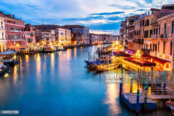 awessome candid photo venecia venezia venice blue hour night ponte di rialto view clouds