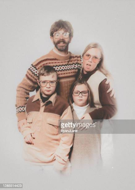 awkward glamour shots portrait retro family - 1980 stock pictures, royalty-free photos & images