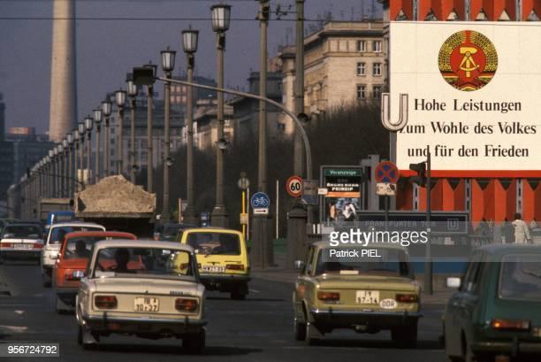 Axe important dans le secteur de la Porte de Francfort à BerlinEst Allemagne le 7 mai 1985