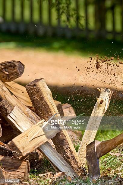 Axe Splitting Log