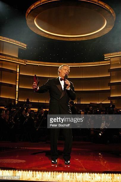 J o s e C a r r e r a s Gala 2004 Leipziger Messehalle 1/Leipzig Spenden Auftritt Bühne BenefizVeranstaltung Promis Prominente Prominenter