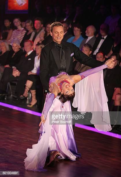 Axel Bulthaupt Partnerin Anna Karina Mosmann Publikum RTLTanzShow Lets Dance Köln Deutschland PNr 455/2006 Coloneum Tanzfläche Tänzer Tänzerin...