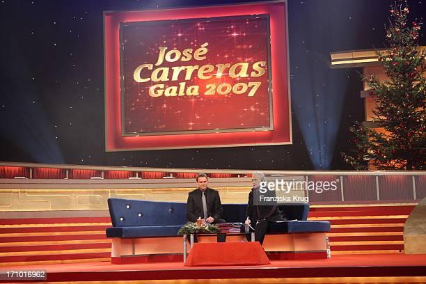 Axel Bulthaupt Und Jose Carreras Bei Der Generalprobe Zur Ard Jose Carreras Gala In Den Messehallen In Leipzig