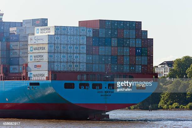 axel maersk (imo: 9260419), cargo ship packed with containers - maersk stock pictures, royalty-free photos & images