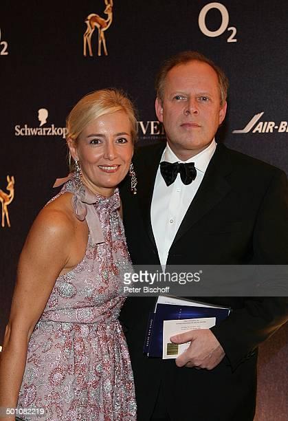Axel Milberg Ehefrau Judith Gala BambiVerleihung Congress Center Düsseldorf NordrheinWestfalen Deutschland Europa Werbepartner Sponsorenwand roter...