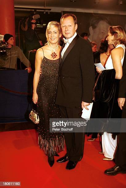 "Axel Milberg, Lebensgefährtin Judith Betzler, Preisverleihung ""Bambi 2001"", Berlin, Deutschland, Europa, ""Estrel Convention Center"", roter Teppich,..."