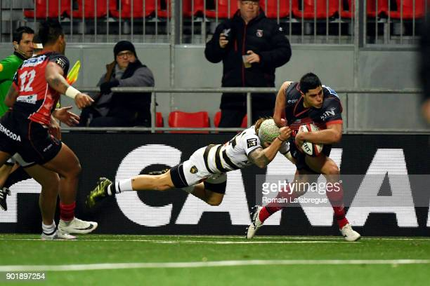 Axel Muller Aranda of Oyonnax fends off the tackle of Gabriel Lacroix of La Rochelle to score a try during the Top 14 match between Oyonnax and La...