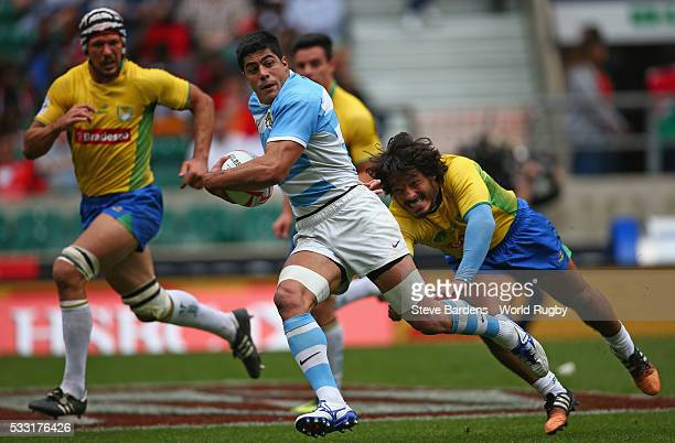 Axel Muller of Argentina breaks away during the pool round match between Argentina and Brazil during the HSBC London Sevens at Twickenham Stadium on...