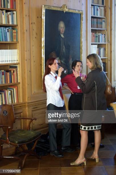Axel Springer Preis fuer junge Journalisten 2001 Anja Reschke Jana Matthes und Andrea Schramm
