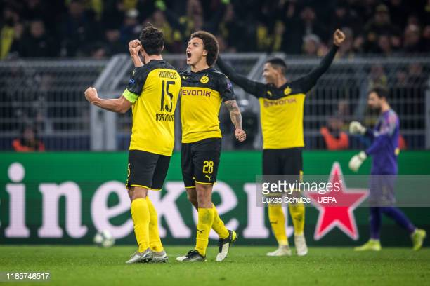 Axel Witsel and Mats Hummels and Manuel Akanji of Dortmund celebrate their win of the UEFA Champions League group F match between Borussia Dortmund...