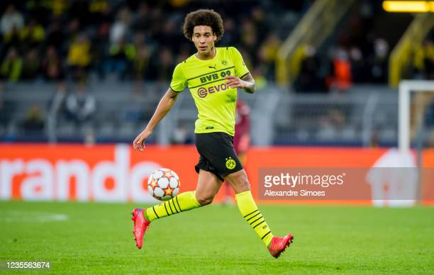 Axel Witsel of Borussia Dortmund in action during the Champions League Group C match between Borussia Dortmund and Sporting Lissabon at the Signal...