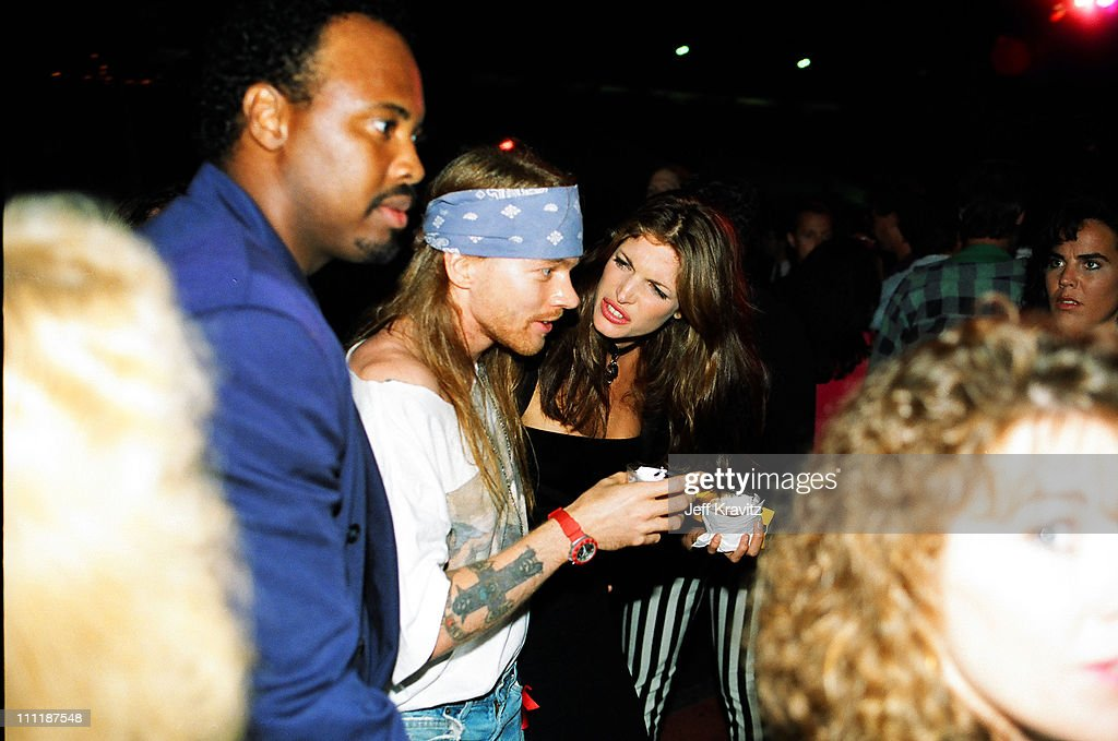 """Kirk Hammet interview on GN'R guys becoming """"unacessible"""" and a """"third party"""" account of the Axl feud with Kuurt Cobain Axl-rose-and-stephanie-seymour-during-1992-mtv-video-music-awards-in-picture-id111187548"""