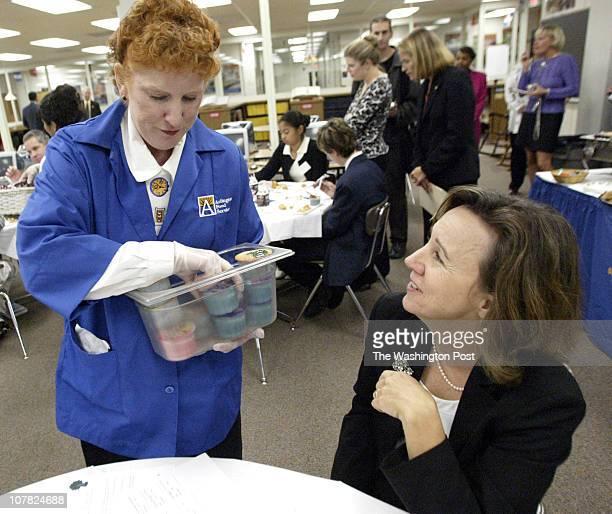 axmedal21 101304 Arlington Va Mark Gail_TWP Sandra O' Connor a registered dietitian food service specialist with the Arlington CoPublic Schools...