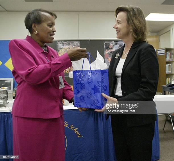 axmedal21 101304 Arlington Va Mark Gail_TWP Thomas Jefferson middle school principal Sharon Monde hands Virginia First Lady Lisa Collis a goodie bag...