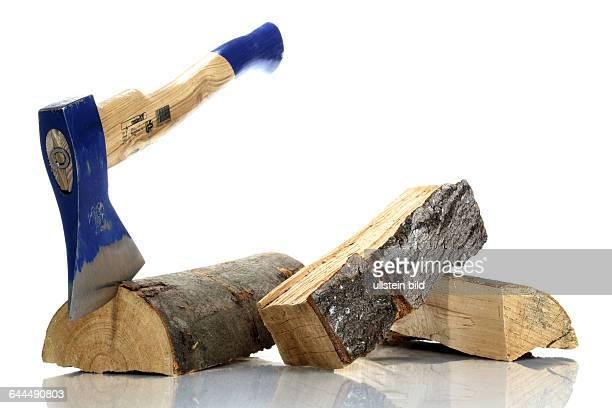 Axt mit Holzscheite