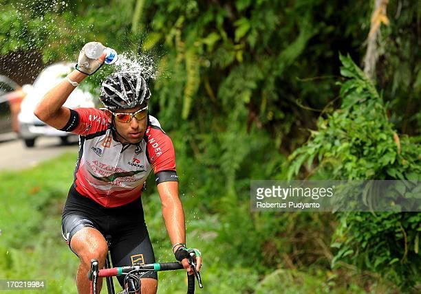 CONTENT] Ayandeh Continental Team rider flushing his head with water during the Stage 3 Tour de Singkarak 2013 from Padang PanjangBatu Sangkar...
