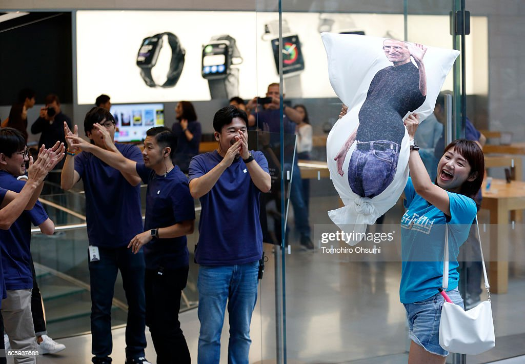 Apple iPhone 7/Apple Watch Series 2 Launch In Tokyo : News Photo