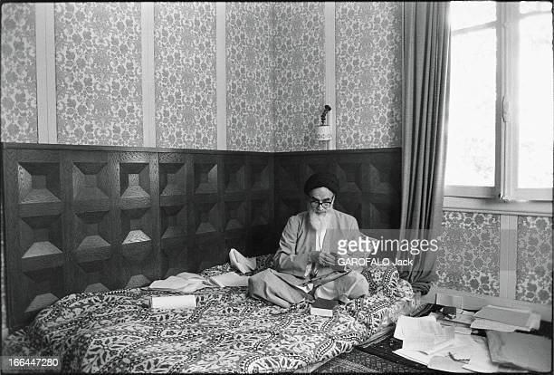 Ayatollah Khomeini In Exile In France Attitude de l'ayatollah Ruollah KHOMEINY installé sur son matelas lors de son exil à NeauphleleChâteau en...