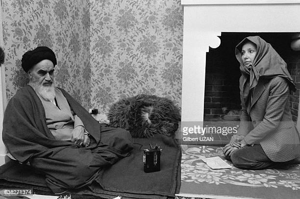 L'ayatollah Khomeini interviewé par une journaliste à NeauphleleChâteau France le 21 novembre 1979