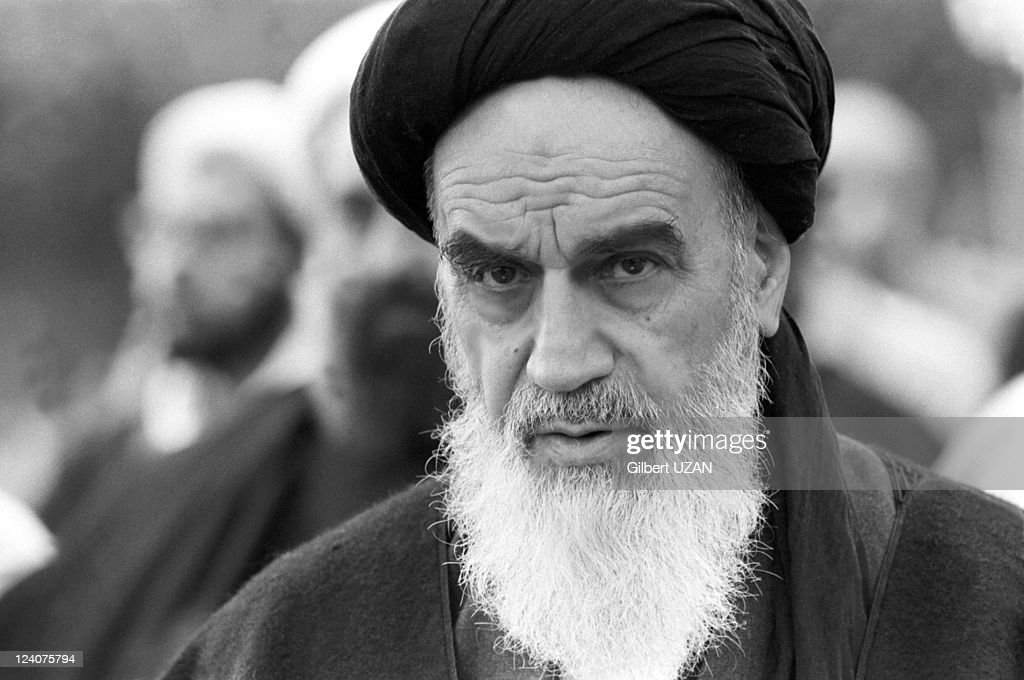 Ayatollah Khomeini Praying In Neauphle -Le -Chateau, France On November 20, 1978. : News Photo