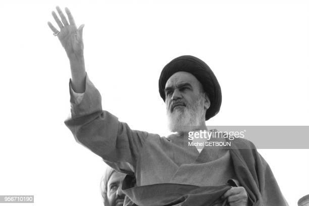 L'Ayatollah Rouhollah Khomeini lors d'une visite officielle à Qom en 1979 Iran