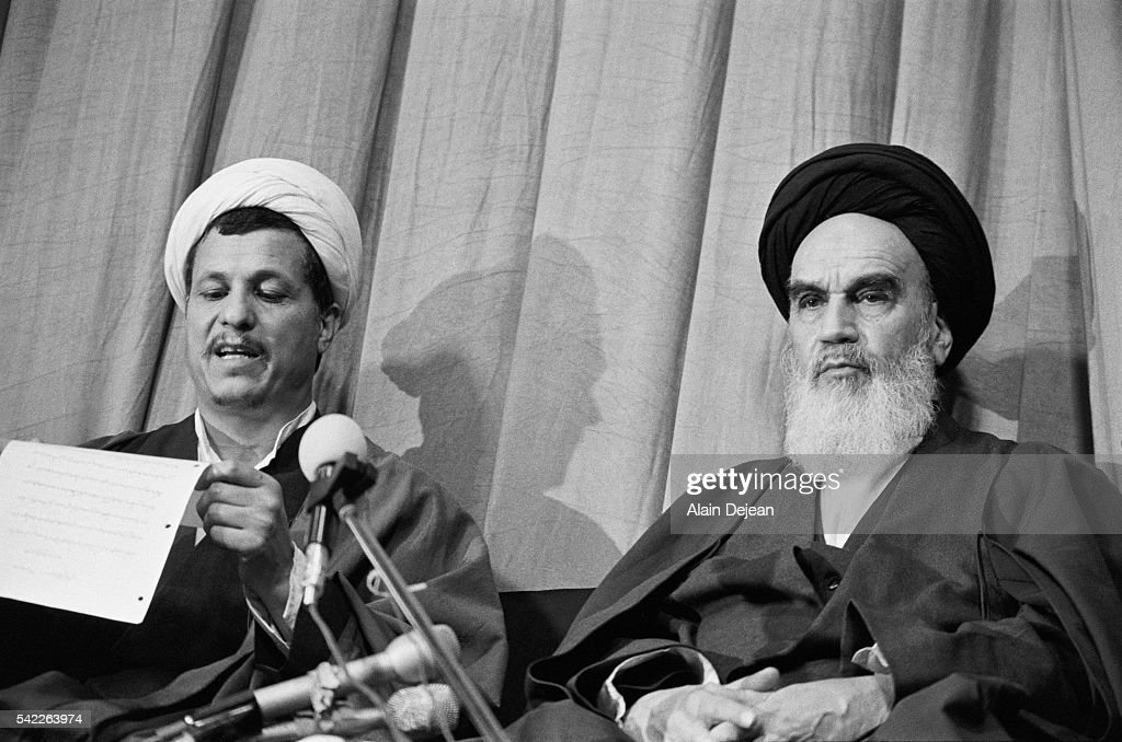 Ayatollah Khomeini with Ali Akbar Hashemi Rafsanjani : News Photo
