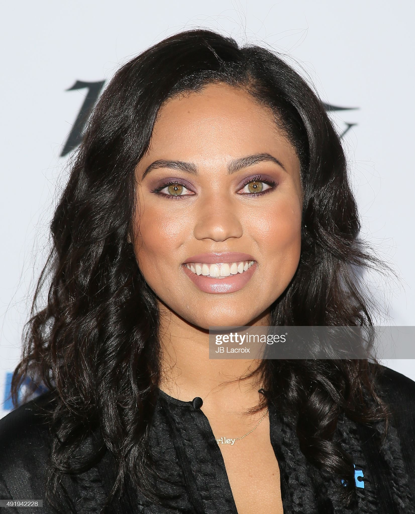 ¿Cuánto mide Ayesha Curry? - Real height Ayesha-curry-attends-the-autism-speaks-to-los-angeles-celebrity-chef-picture-id491942228?s=2048x2048