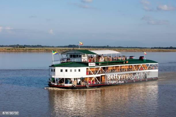 ayeyarwady (irrawaddy) river cruise ship rv paukan 1947 (paukan cruises), near mingun, sagaing, myanmar - 1947 stock pictures, royalty-free photos & images