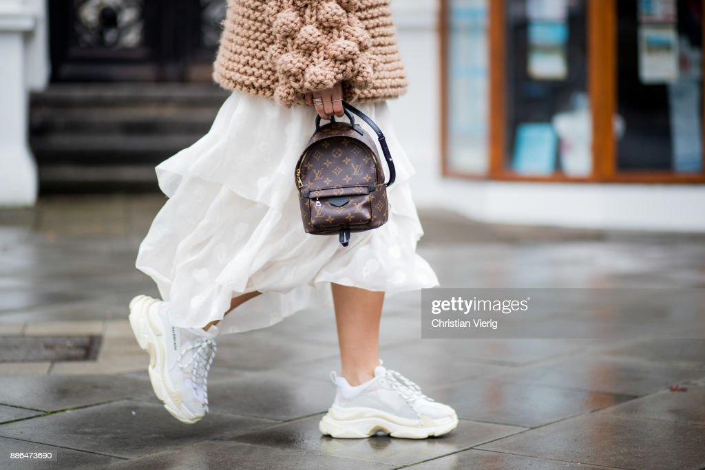 Street Style - Hamburg - December 5, 2017 : Nachrichtenfoto