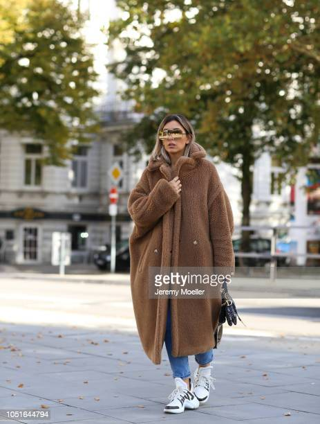 Aylin Koenig wearing a Max Mara teddy coat Christian Dior saddle bag Louis Vuitton Archlight sneaker Levis jeans and Le Specs sunglasses on October...