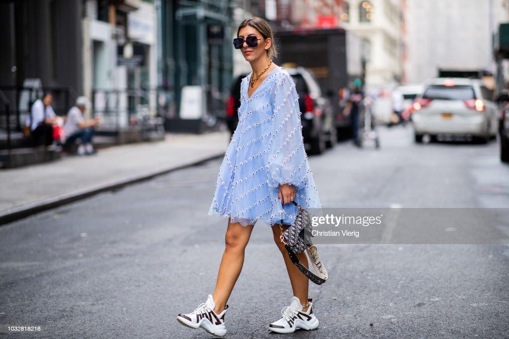 Street Style - New York Fashion Week September 2018 - Day 8 : News Photo
