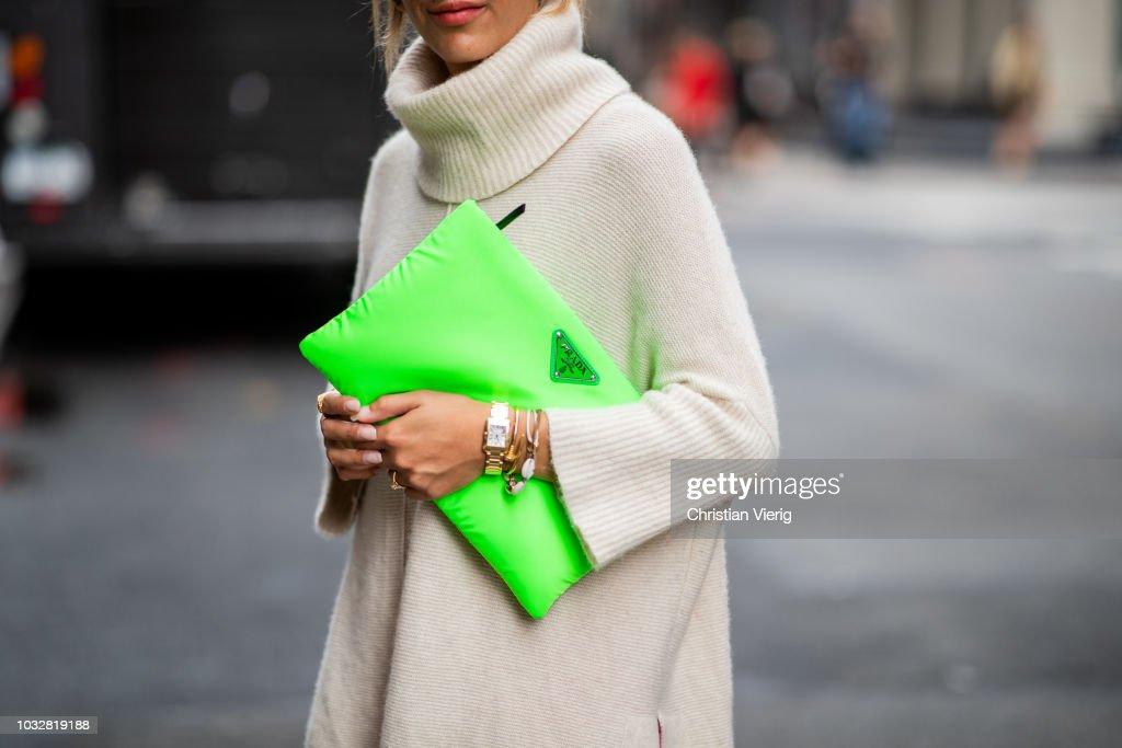 150fa22215f1 Street Style - New York Fashion Week September 2018 - Day 8 : News Photo