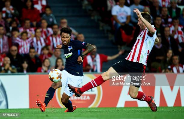 Aymeric Laporte of Athletic Club duels for the ball with Valentino Lazaro of Hertha BSC during the UEFA Europa League group J match between Athletic...