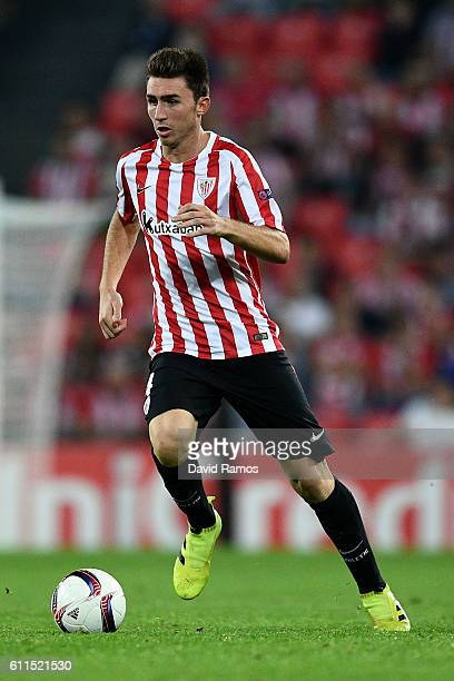 Aymeric Laporte of Athletic Club runs with the ball during the UEFA Europa League Group F match between Athletic Club and SK Rapid Wien at San Mames...