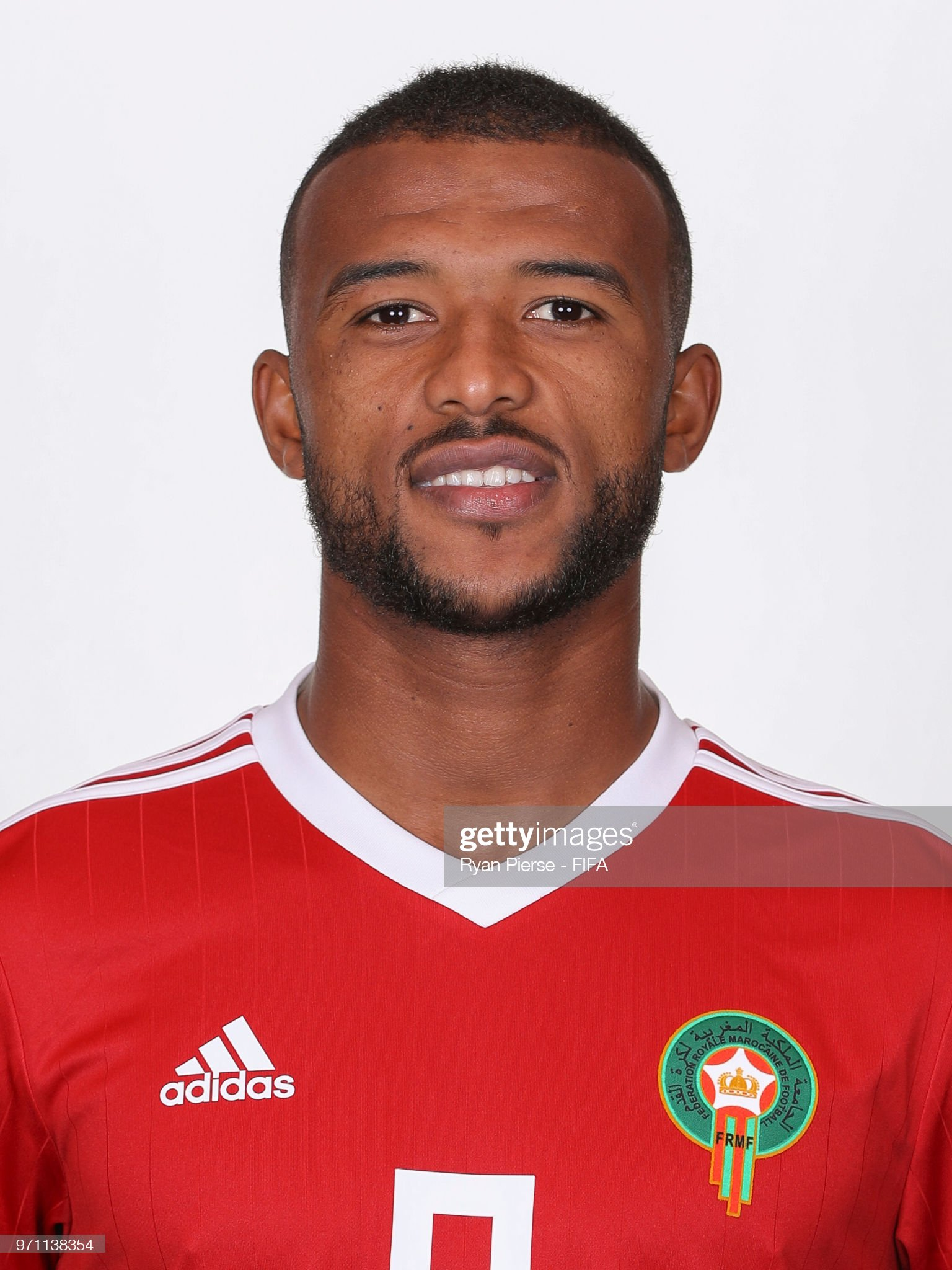 Norteafricanos Ayoub-el-kaabi-of-morocco-poses-during-the-official-fifa-world-cup-picture-id971138354?s=2048x2048