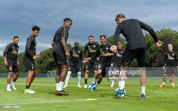 Ayoze Perez and Javier Manquillo are in the middle during a game of possession also seen from LR Jamaal Lascelles Josef Yarney Rolando Aarons Mohamed...