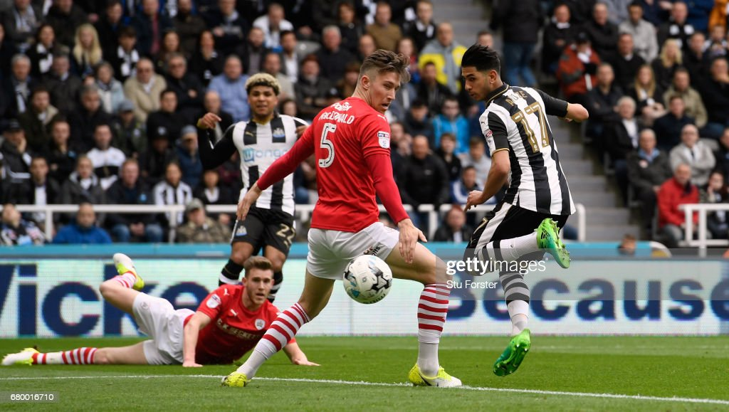 Ayoze Perez of Newcastle scores the opening goal during the Sky Bet Championship match between Newcastle United and Barnsley at St James' Park on May 7, 2017 in Newcastle upon Tyne, England.