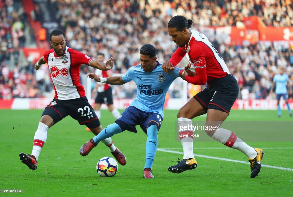 Ayoze Perez of Newcastle United battles with Nathan Redmond (L) and Virgil van Dijk of Southampton during the Premier League match between Southampton and Newcastle United at St Mary's Stadium on October 15, 2017 in Southampton, England.