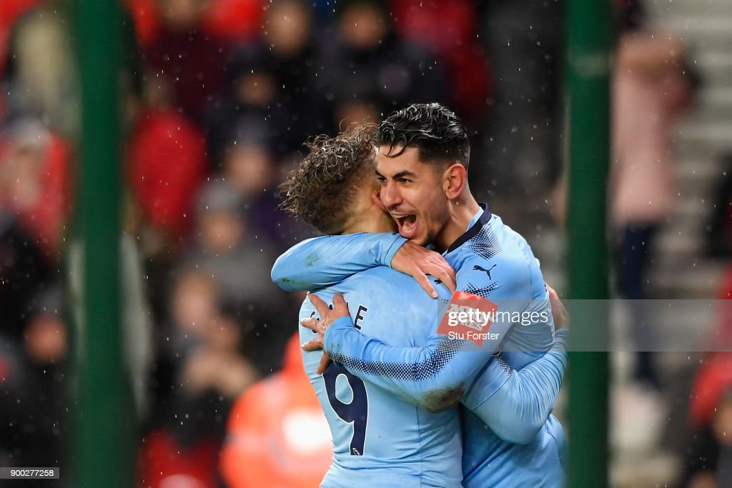 Ayoze Perez of Newcastle United celebrates scoring his sides first goal with team mate Dwight Gayle of Newcastle United during the Premier League match between Stoke City and Newcastle United at Bet365 Stadium on January 1, 2018 in Stoke on Trent, England.