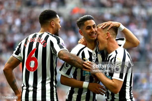 Ayoze Perez of Newcastle United celebrates with teammates after scoring his team's first goal during the Premier League match between Newcastle...