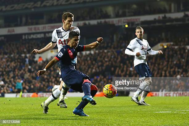Ayoze Perez of Newcastle United holds off Jan Vertonghen of Tottenham Hotspur to score their second goal during the Barclays Premier League match...
