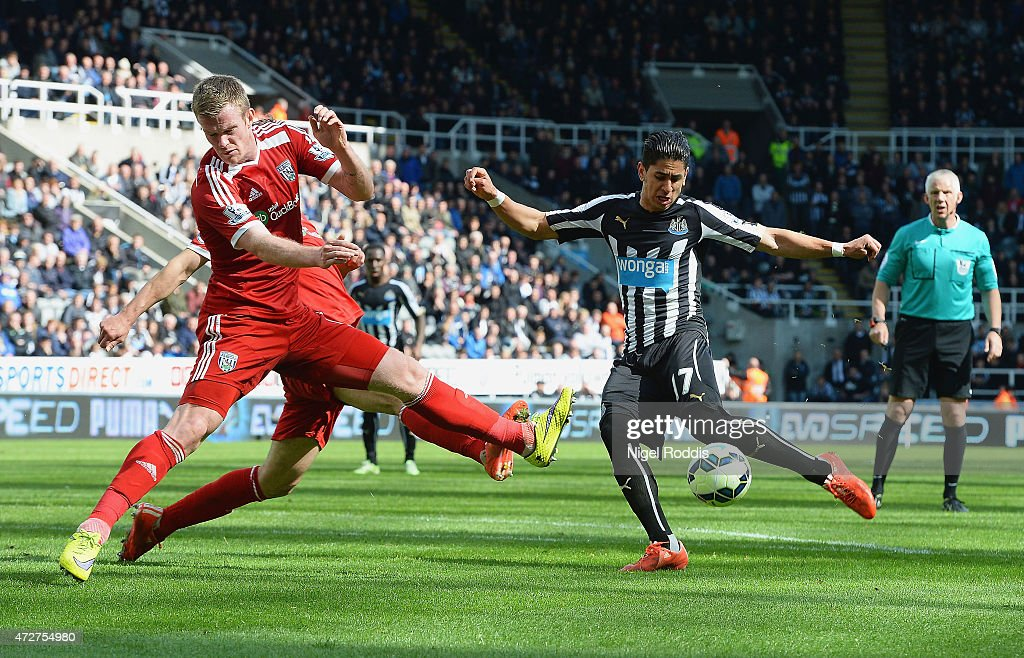Ayoze Perez of Newcastle United scores during the Barclays Premier League match between Newcastle United and West Bromwich Albion at St James' Park on May 9, 2015 in Newcastle upon Tyne, England.