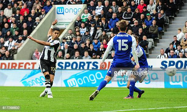 Ayoze Perez of Newcastle United scores his second goal during the Sky Bet Championship Match between Newcastle United and Ipswich Town at StJames'...