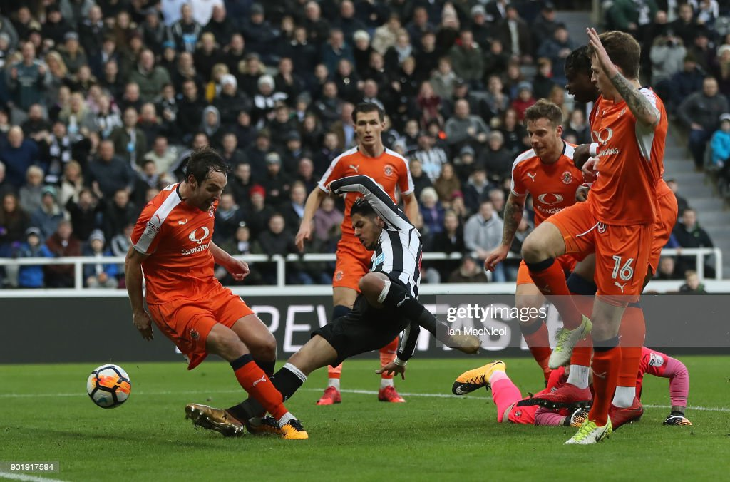 Ayoze Perez of Newcastle United scores the opening goal during the Emirates FA Cup third round match between Newcastle United and Luton Town at St James' Park on January 6, 2018 in Newcastle upon Tyne, England.